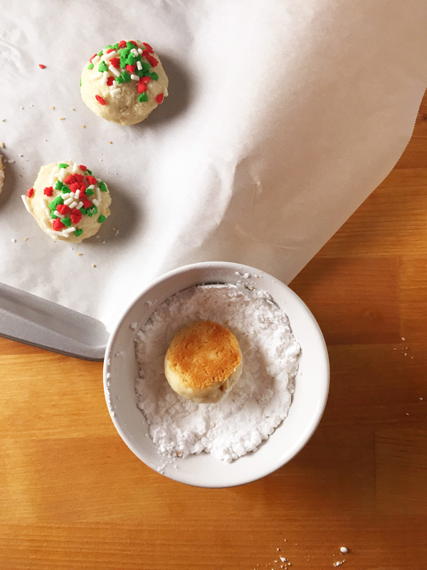 Almond Snowball Cookie recipe, a perfect Christmas cookie option! These cookies only take about 10 minutes to bake, are freezable and make great DIY food gifts for the holidays. Click through for the full cookie recipe and give the gift of your time and creativity with these super cute Almond Snowball Cookies   SeasonlyCreations.com   @SeasonlyBlog