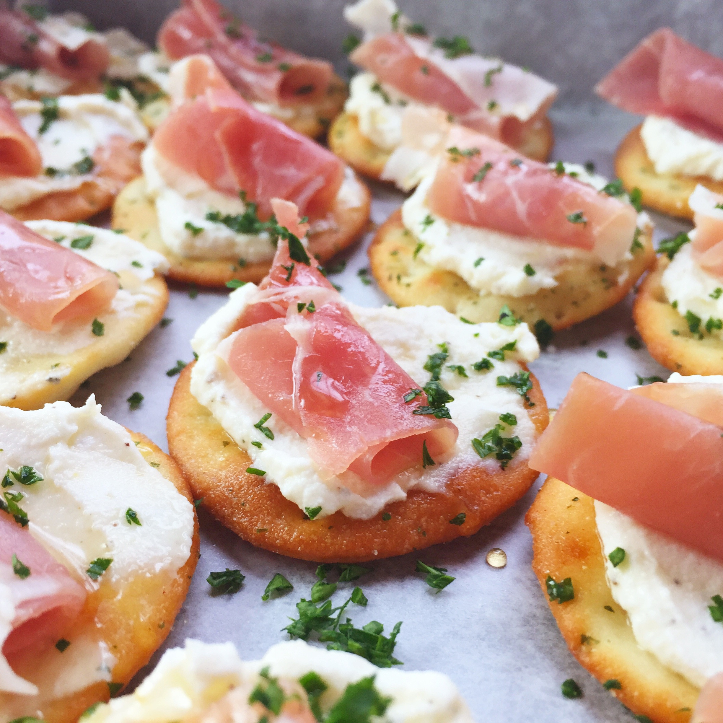 Xmas Appetizers: Ricotta And Prosciutto Cracker Appetizer