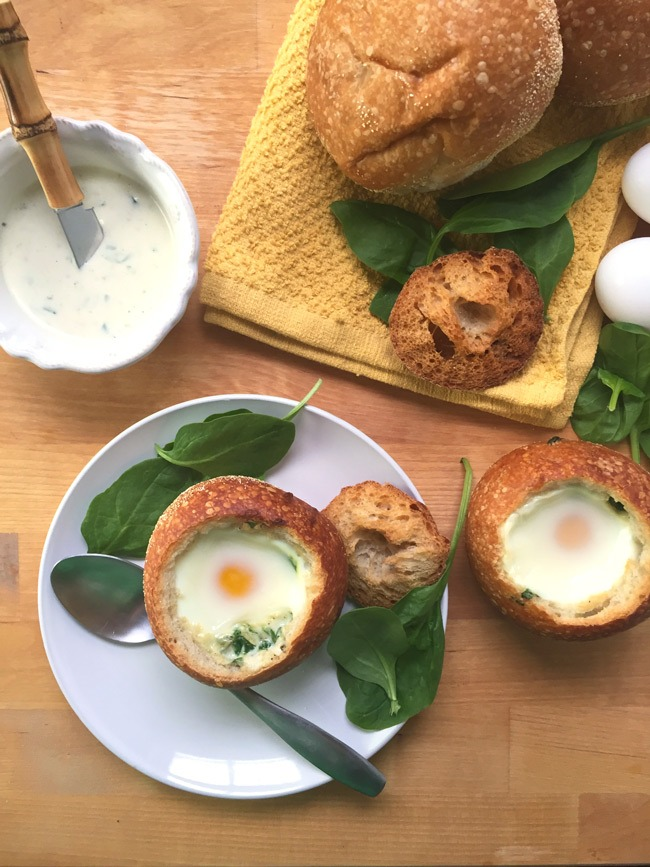 Creamy Spinach and Egg Bread Bowls