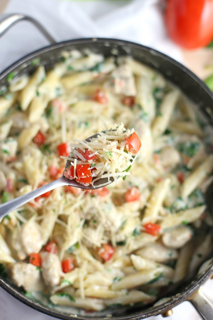 30 Minute Creamy Baked Penne Pasta with Chicken, Spinach and Tomatoes ...