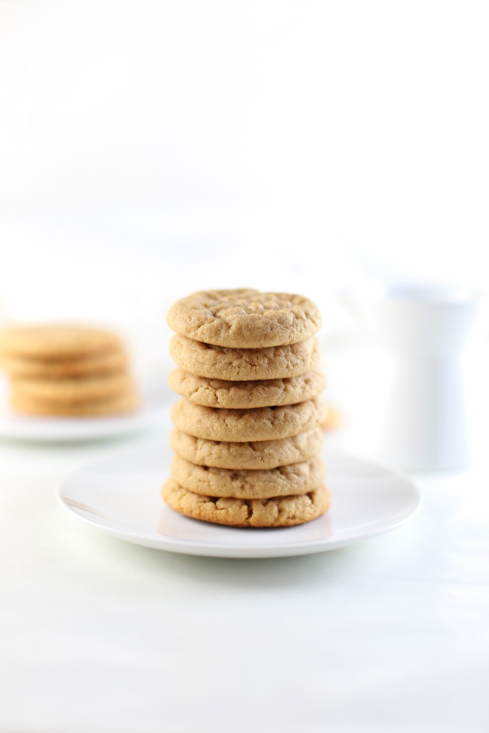 Soft and Chewy Peanut Butter Cookies. Super easy, soft and peanut buttery, peanut butter cookie recipe. This quick cookie recipe takes only 10 minutes to bake and just two mixing bowls! Great if you're in need of a dessert recipe or save as a future Christmas cookie recipe! Click through to grab the full recipe and equipment list! | SeasonlyCreations.com | @SeasonlyBlog
