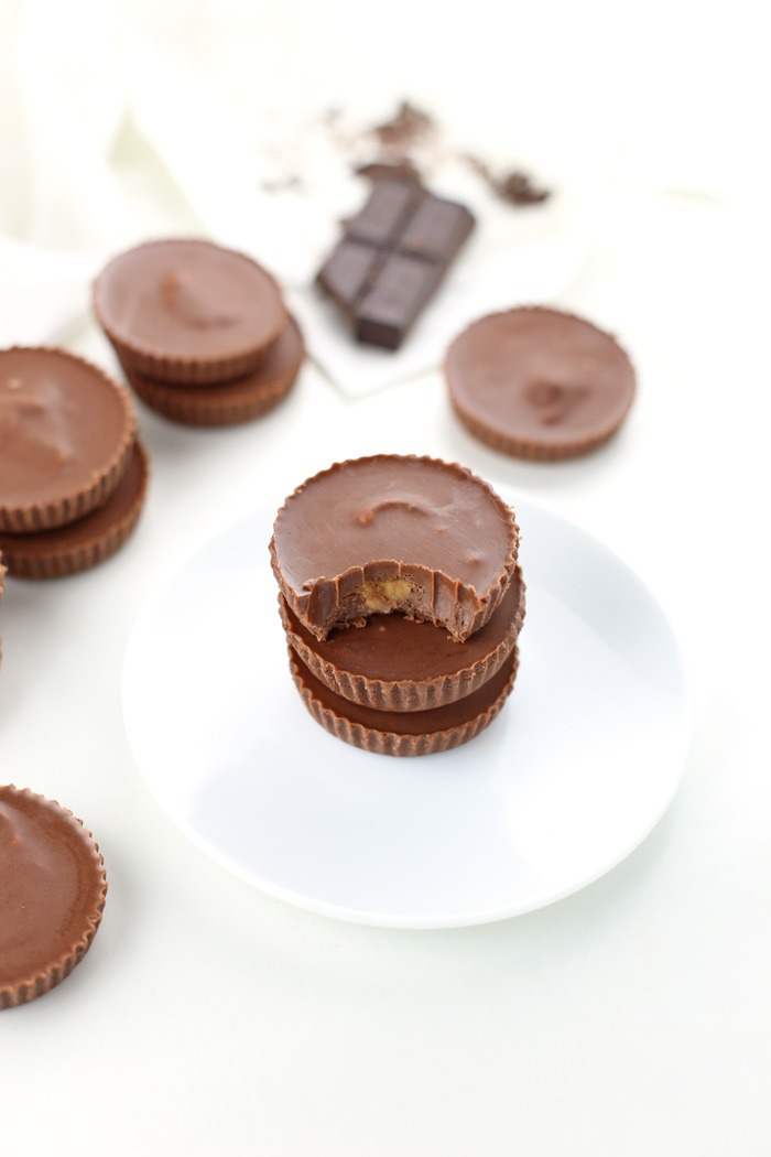 Low Carb Chocolate Peanut Butter Cups. Love peanut butter cups but want to enjoy them with less sugar? Enter this Low Carb Chocolate Peanut Butter Cup recipe {Gluten-Free and Keto-Friendly!). This low sugar dessert recipe will become a go-to if you're following a low-carb diet (or not). Grab the full recipe and specialty ingredients by clicking through | SeasonlyCreations.com