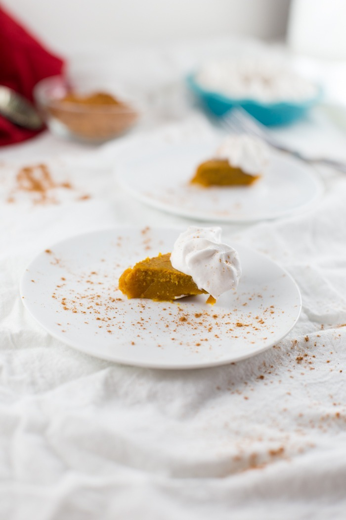 Mini Vegan Pumpkin Pies {Low Sugar Recipe, No Crust}. Perfect vegan pie recipe for your more health conscious Thanksgiving Day guests. These mini pies are a healthy dessert alternative, low sugar and easy to make! Grab the recipe by clicking through. | SeasonlyCreations.com