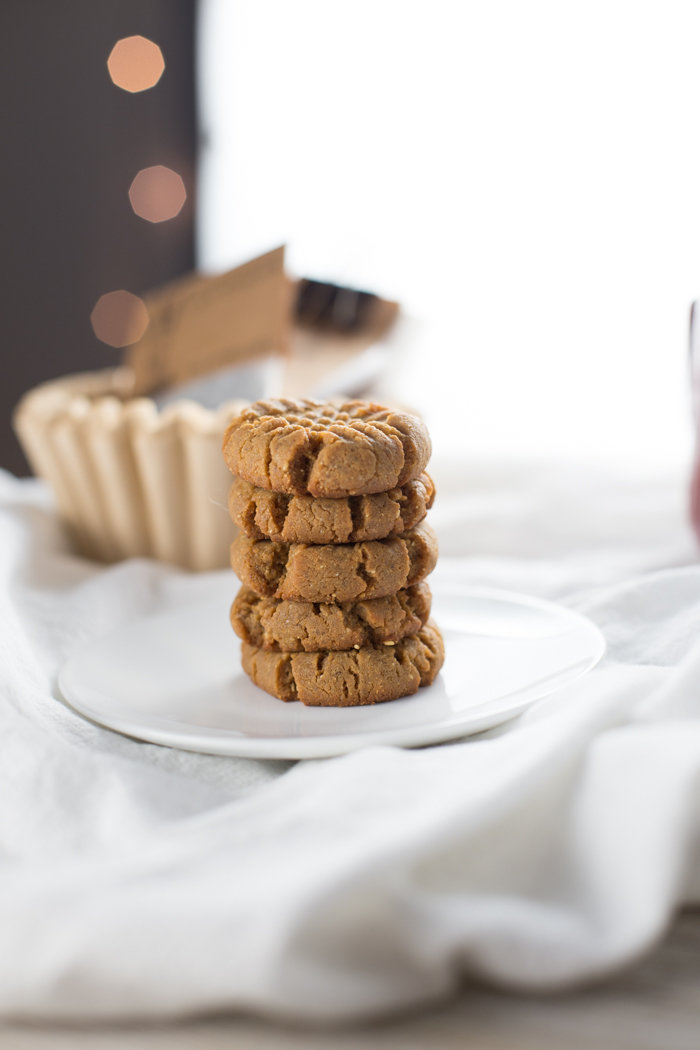 Low Carb Peanut Butter Cookies {Keto Recipe}